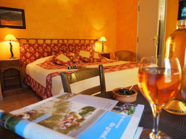 B&B in Provence: Abricot bedroom - Le Barroux - Bed & Breakfast