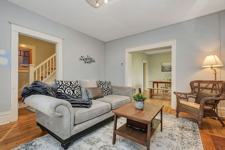 Lovely Bedroom in the Glebe, Carleton U