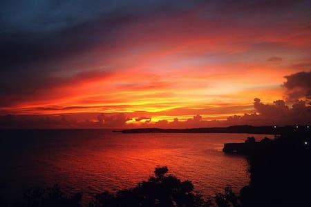 Sunset View Apt - Ideal Location - L'Anse aux Epines