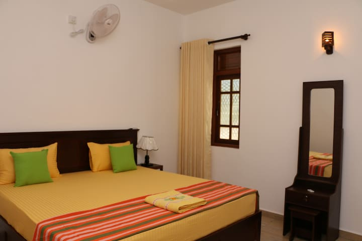 KANDY CITY VILLAGE HOME STAY STANDERD DOUBLE ROOM