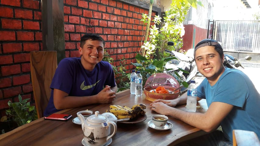 *Hjanies  WELARAN Homestay* - banyuwangi - ที่พักพร้อมอาหารเช้า