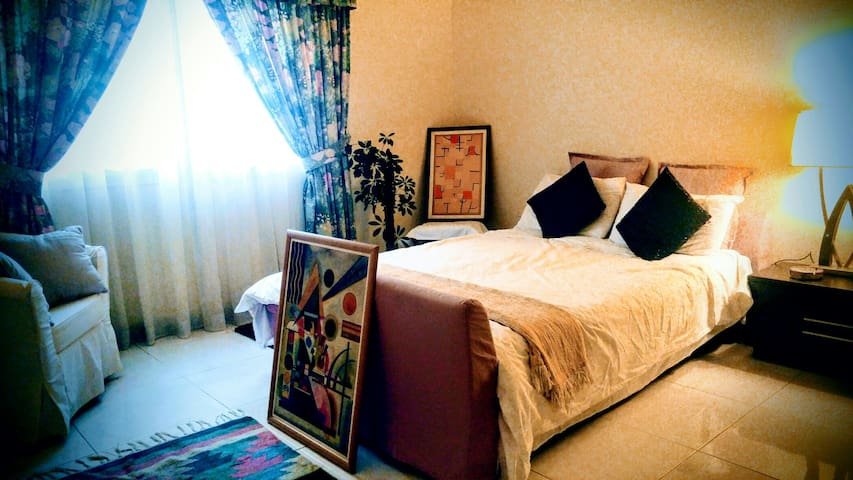 En-Suite Bedroom in Umm Suqeim Villa - Dubai - Villa