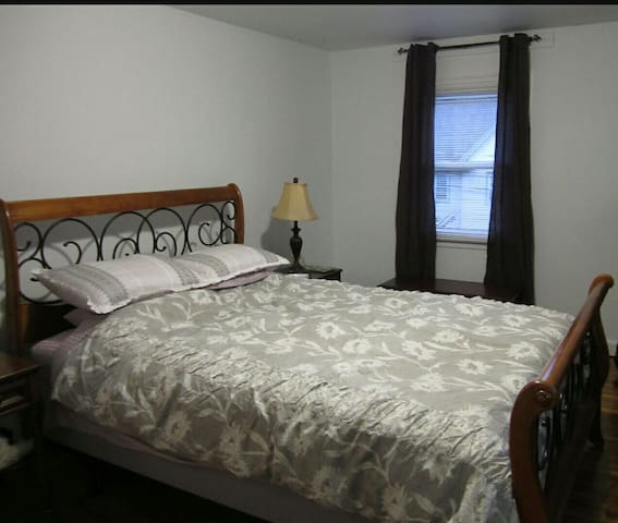 Close to shopping mall and transit - Winnipeg - Appartement