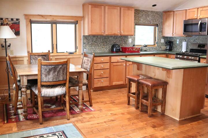 ⭐️ Charming Tahoe Apartment Close to Northstar ⭐️