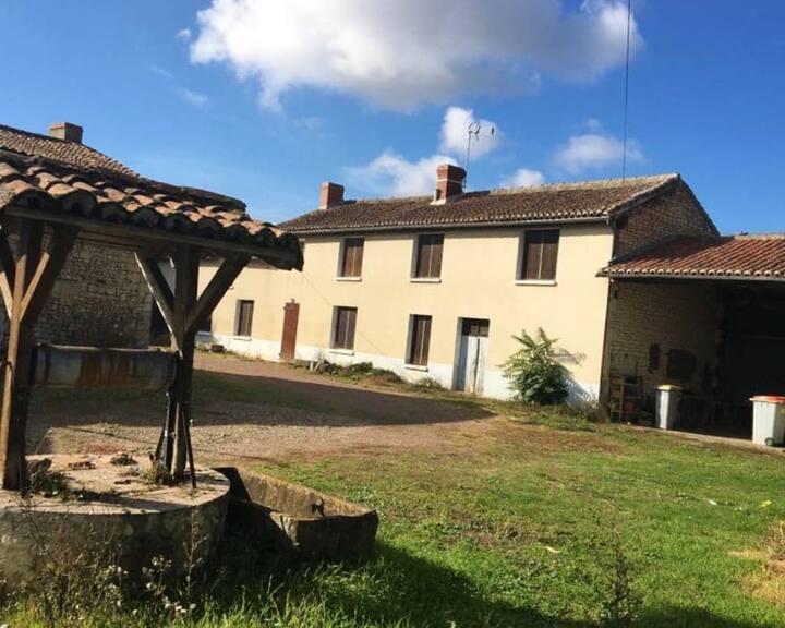 Maison de 3 chambres à Les Trois-Moutiers, avec jardin clos et WiFi