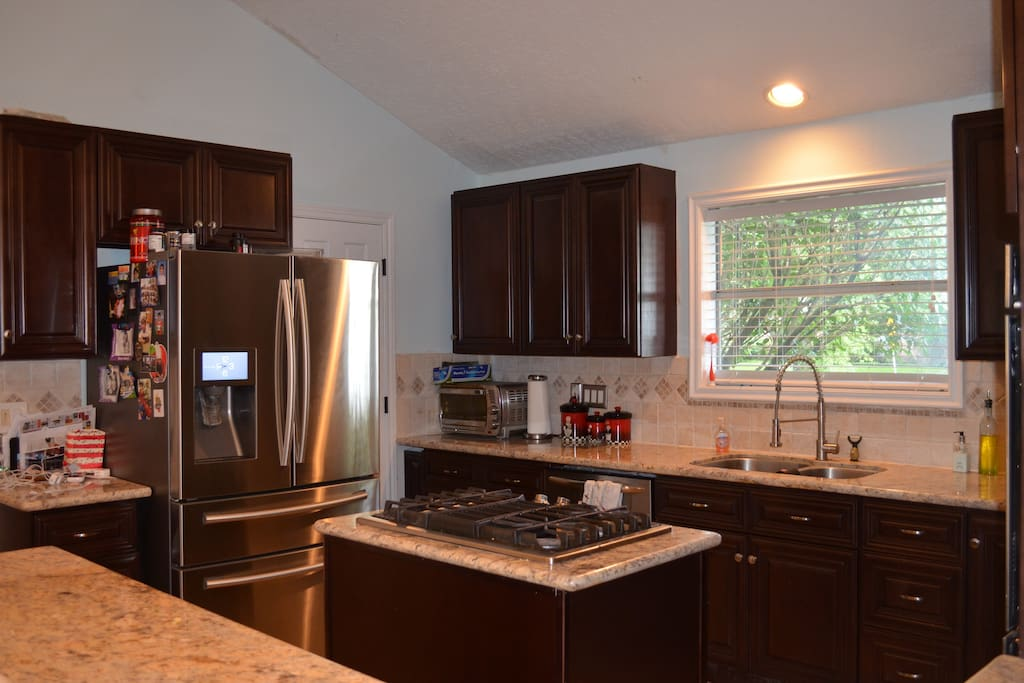 Fully equipped kitchen! Fridge will be stocked with snacks, breakfast items, and drinks.