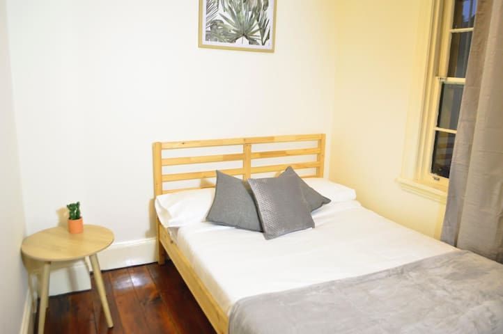 Private Room CBD close to central and Broadway
