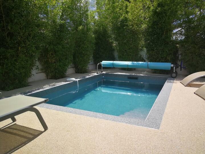 Villa contemporaine **** piscine chauffée.