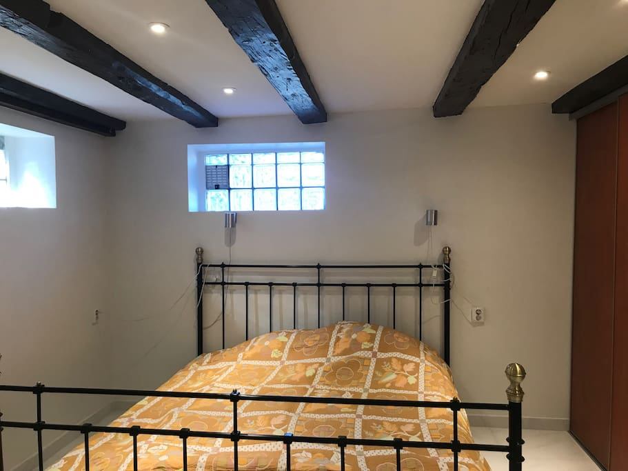 Spacious bedroom - queen sized bed