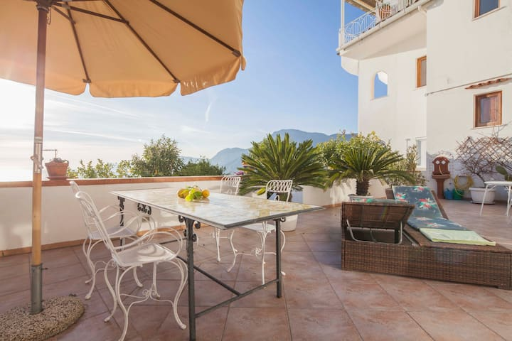 Casa Linda - terrace with seaview towards Capri - Praiano - Apartamento
