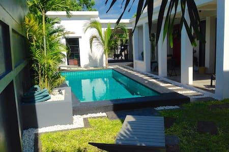 URBANE ROOST  Modernist Pool Villa - Huai Yai
