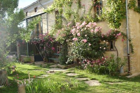 L' abeille verte - Lieurac - บ้าน