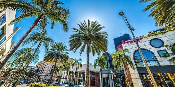 AMAZING BEVERLY HILLS LIVING BY RODEO DR W/PARKING