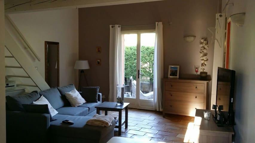 Spacieux loft Aix-en-Provence PUYRICARD - Aix-en-Provence - Flat