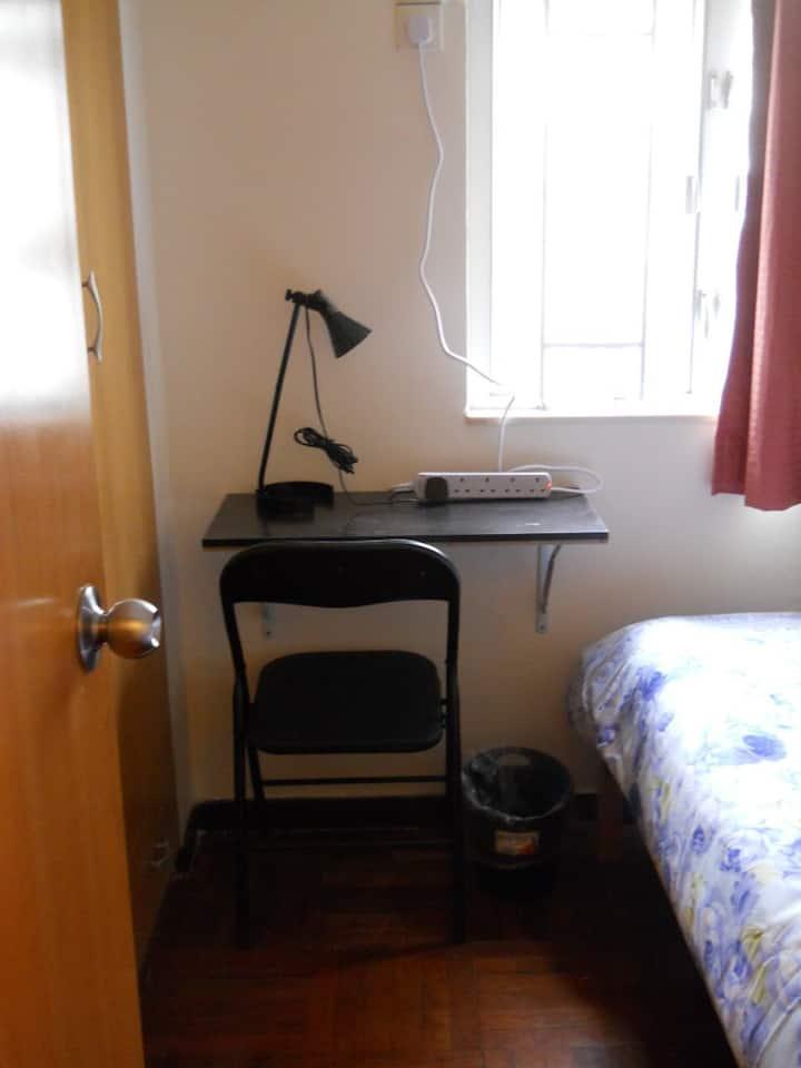 Sheung Wan Room in Flat Share (7b)