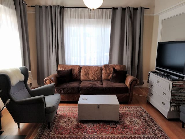 Spacious Craftsman Apartment Sleeps 6