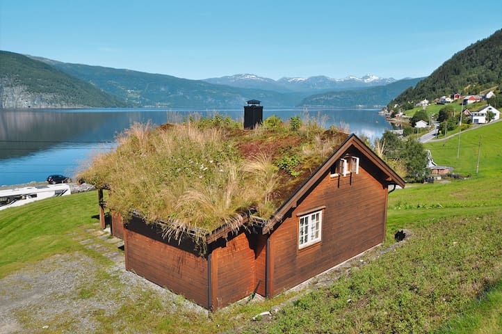 Well-furnished holiday home in Utvik