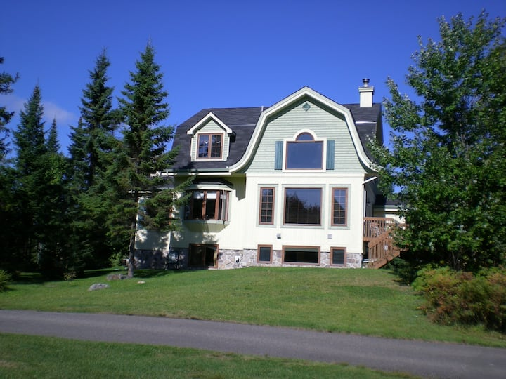 Luxury home on the Geant Golf Course near Gondola