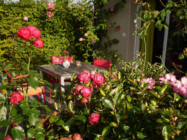 B&B with a beautifull rosegarden - Valady