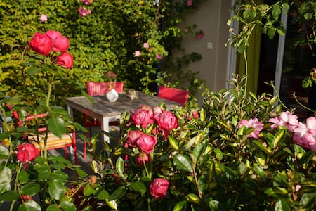 B&B with a beautifull rosegarden - Valady - Appartement