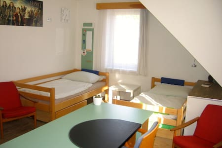 Room with a bathroom 35min from the Prague centre - Český Brod - House