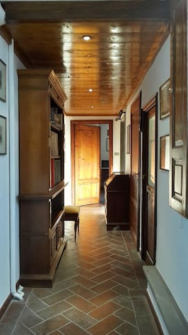 """Entrance - Hallway """"Cotto"""" floors - Quality classic furniture"""
