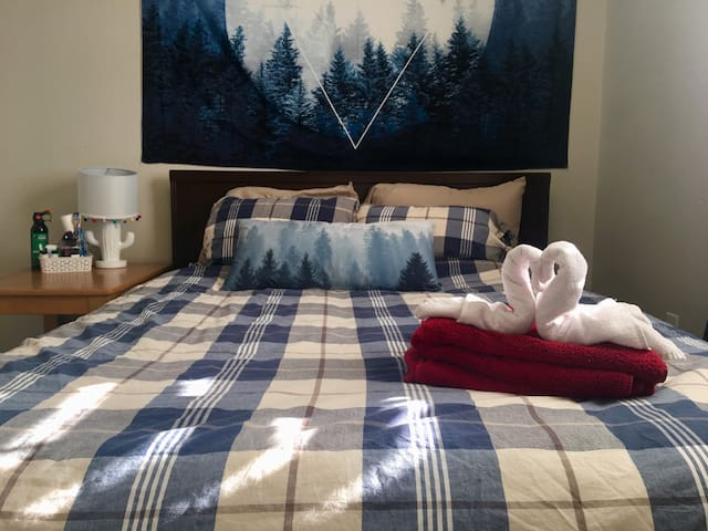 Mountain View Bedroom in Tuscany, Calgary