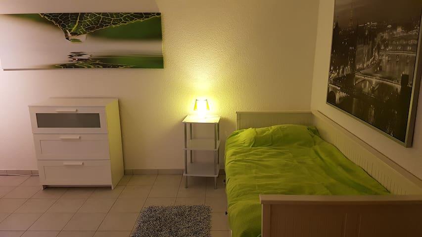 Ruhiges, gemütliches Zimmer in Flughafennähe - Dreieich - Дом