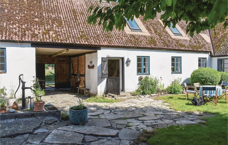 Former farm house with 2 bedrooms on 120m² in Simrishamn