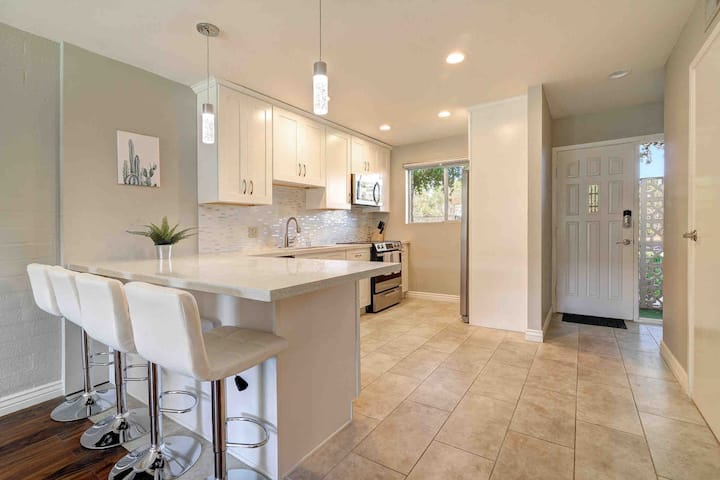 Gorgeous Old Town Townhome by Fashion Square Mall
