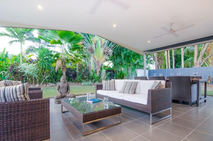 Open-plan tropical living in Cairns