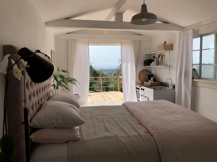 Malibu Charming Guesthouse  2 minutes to ocean!