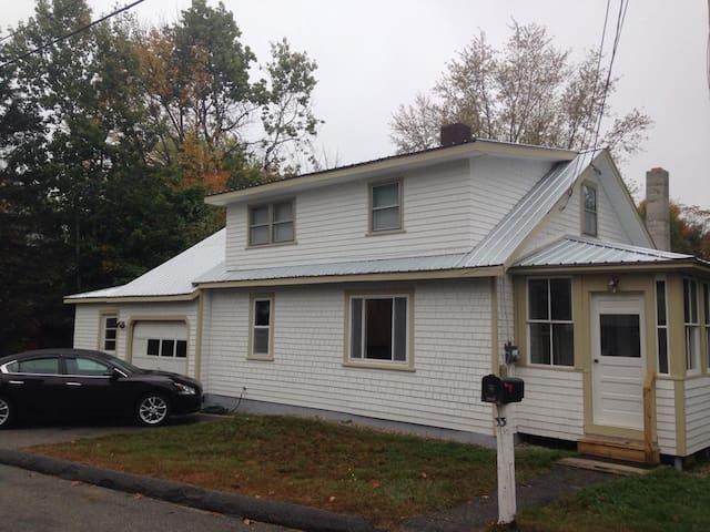 Little White House / 3 Bedrooms and WiFi - Rumford
