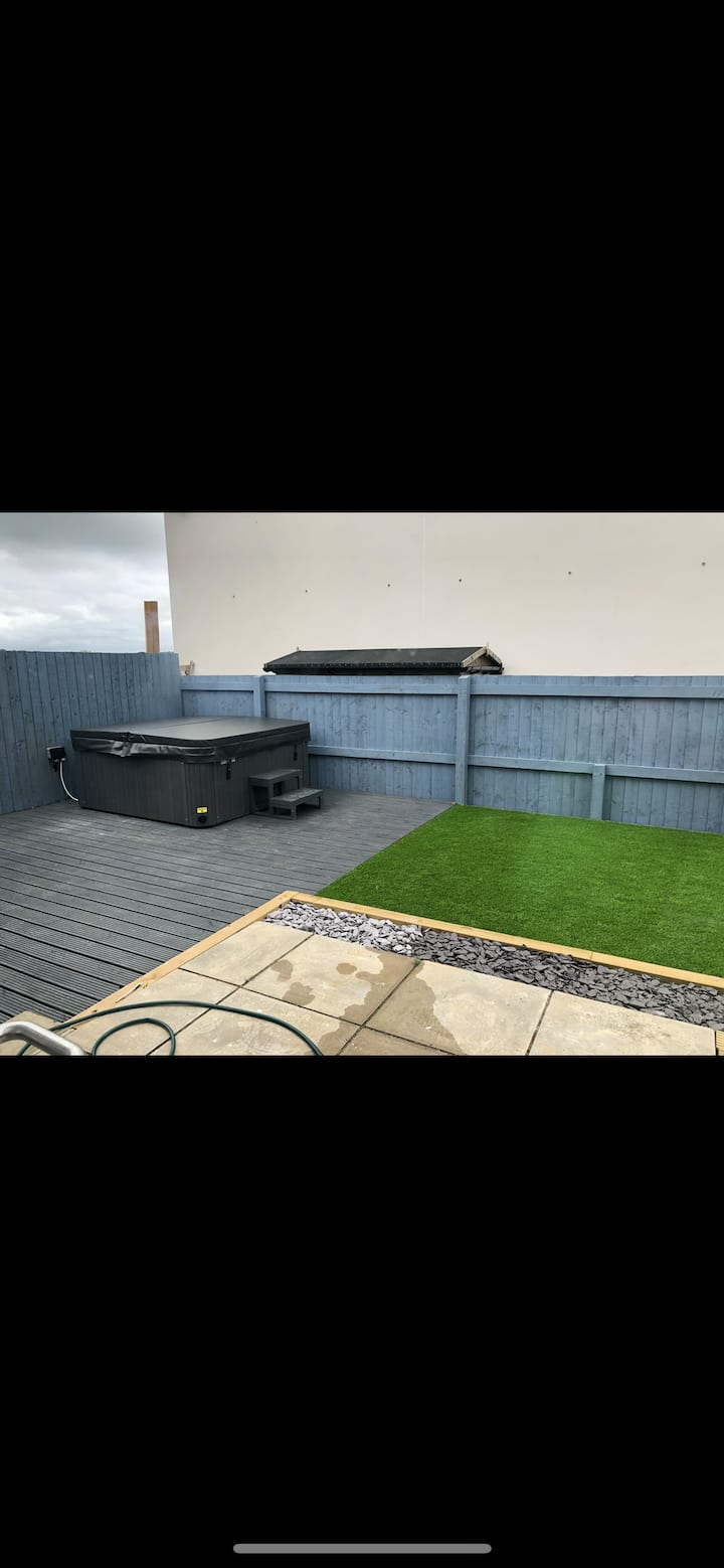 3 bed Newton Ferrers House with Hot tub