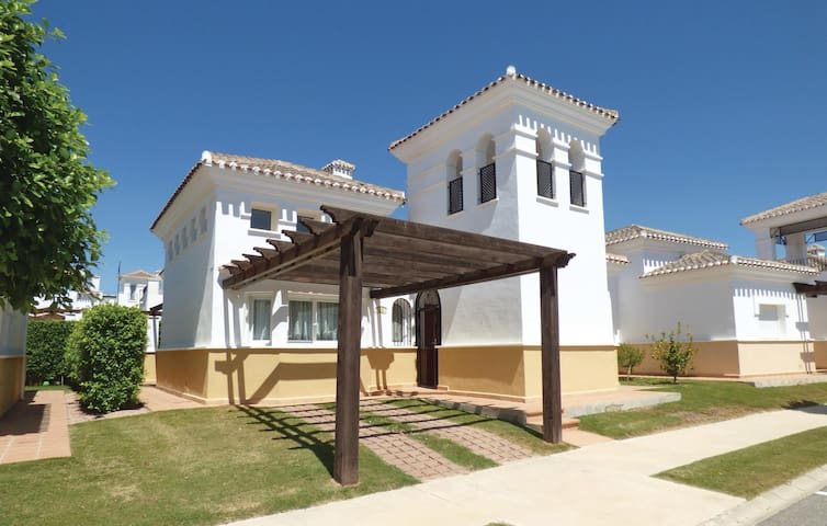 Holiday cottage with 2 bedrooms on 70 m² in Roldan