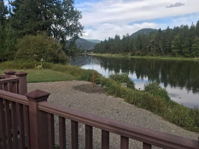 RiverFront 5BR+ 2 RV sites! Great for large groups