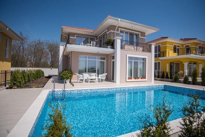 Luxurious Villa Rocca