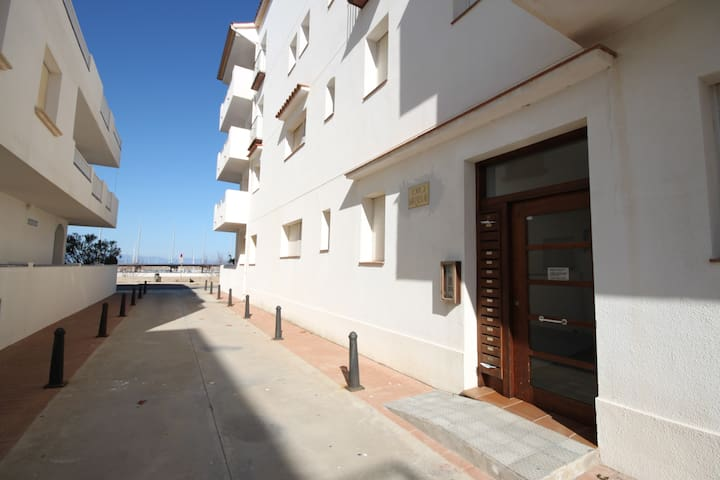 Apartment in the harbour with sea view - L'Escala - Lägenhet