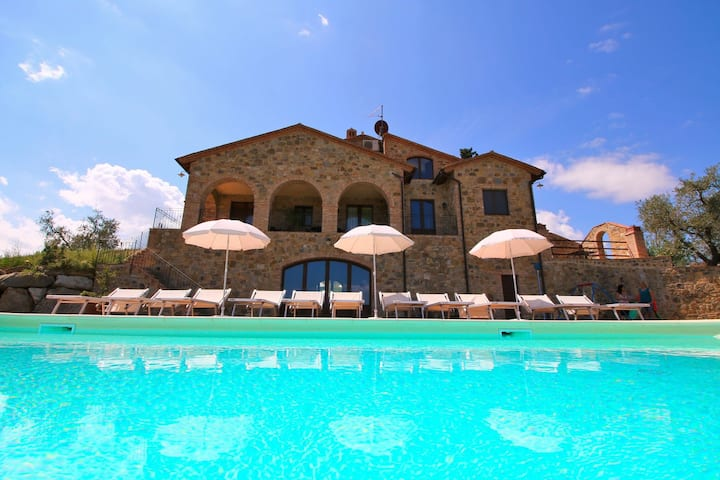 Cozy Farmhouse in Castel del Piano with Swimming Pool