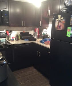 CLEAN share room with sleeper sofa - Maplewood - Apartament