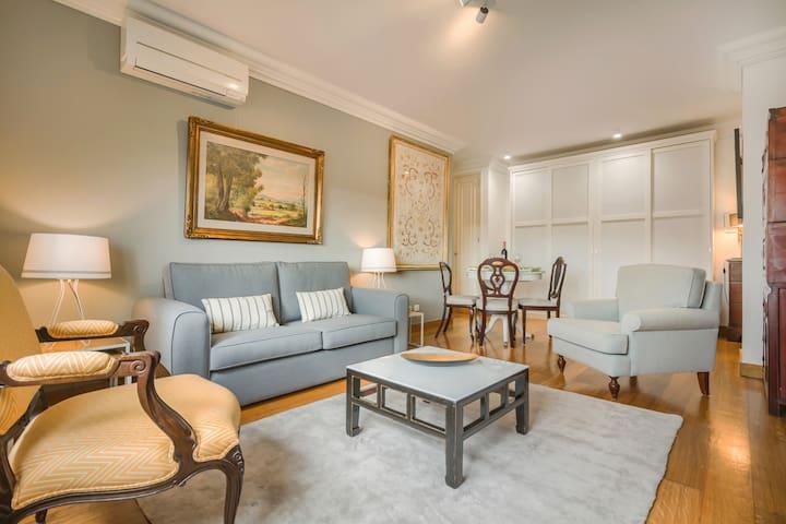 São Bento Gallery Apartment (River View & Garage)