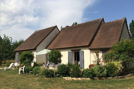Maison au calme et proche de Tours - Larçay - House