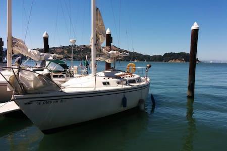 30' Live aboard sailboat on the bay - Alameda