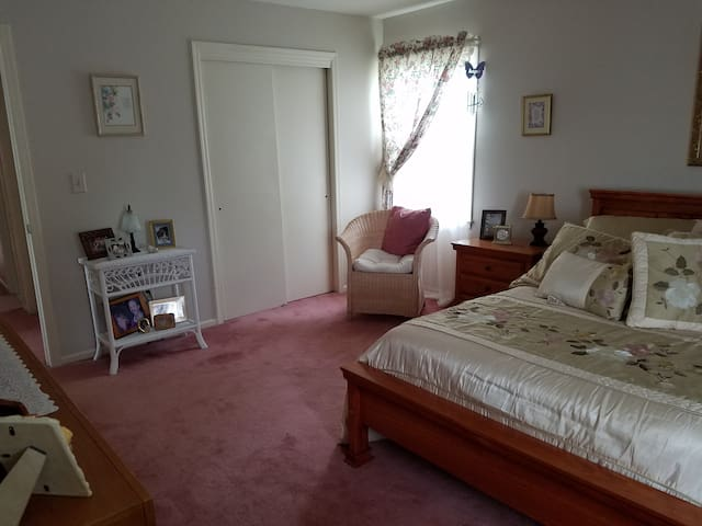 Private Bedroom and Bathroom - Washington Township - Maison