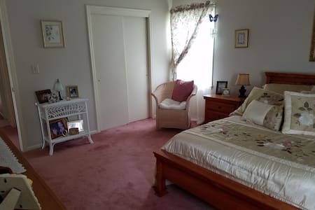 Private Bedroom and Bathroom - Washington Township - Σπίτι