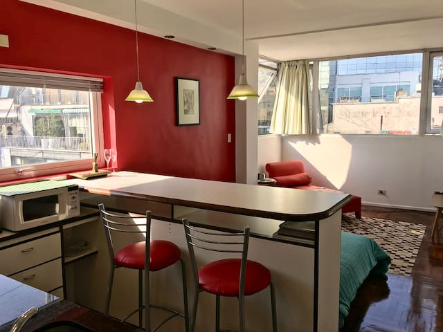 Bright,cozy,quiet studio/open view, super location