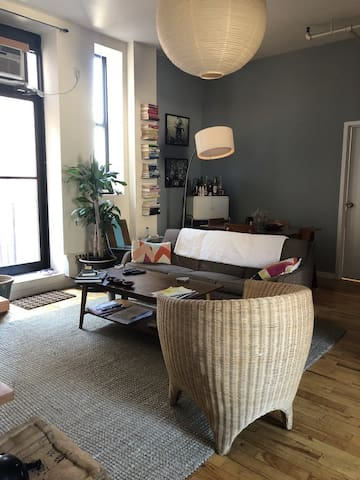 Private Room in Large, Airy Apt in Central BK