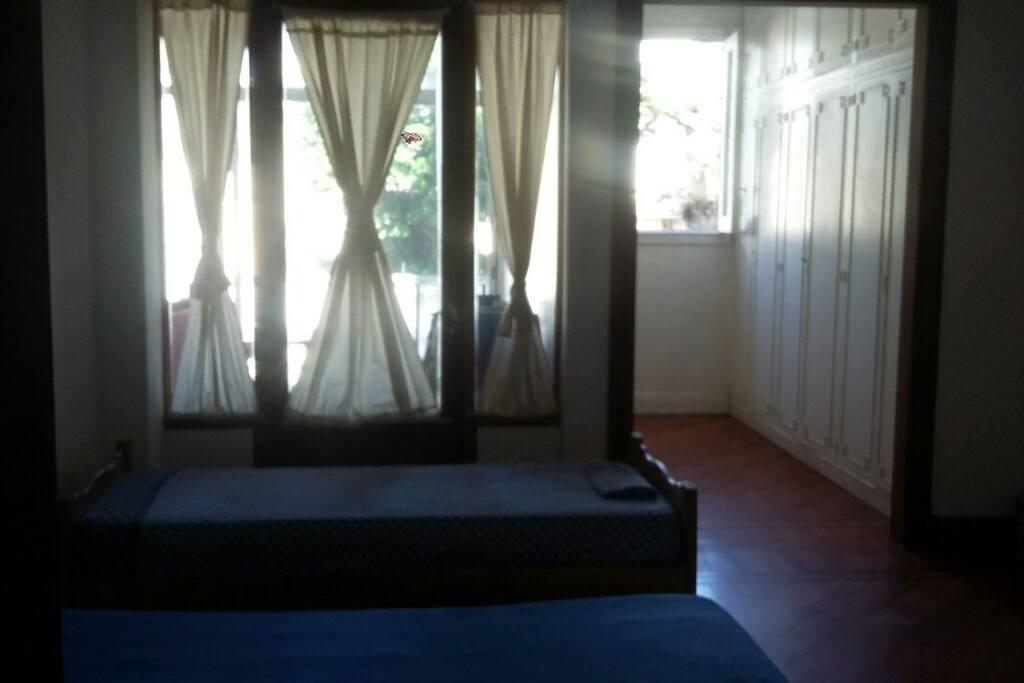 Habitación Principal con Vestidor en Suite. Ventana al Jardín