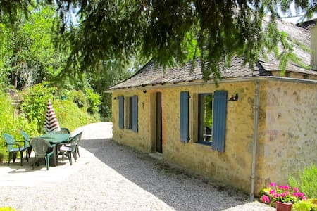Beautiful and comfortable stone house near Najac - La Fouillade - บ้าน