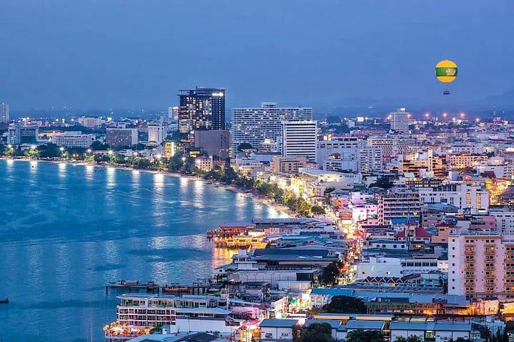 The base condo芭提雅海滩网红公寓Pattaya central apartment